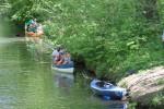 10_52_alle drei Meter ein Boot in der Böschung_w